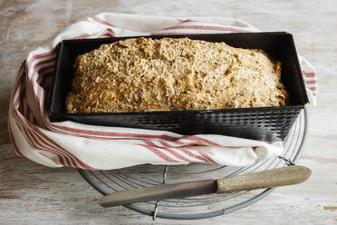 Home.baked spelt bread with flax and sesame - EVGF03226