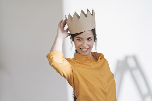 Happy young woman with crown on her head - JOSF01102