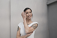 Portrait of a young woman with tattoos, smiling - JOSF01123