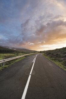 Spain, La Rioja, senic sunset at a mountain road - DHCF00077