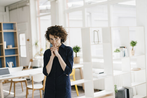 Businesswoman in office thinking and smiling - KNSF01546