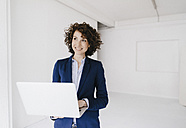 Businesswoman using laptop - KNSF01570