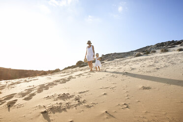 Spain, Fuerteventura, mother walking with daughter on the beach - MFRF00860