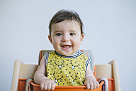 Portrait of smiling baby girl - GEMF01682