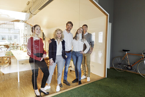 Business team standing in modern office - PESF00668