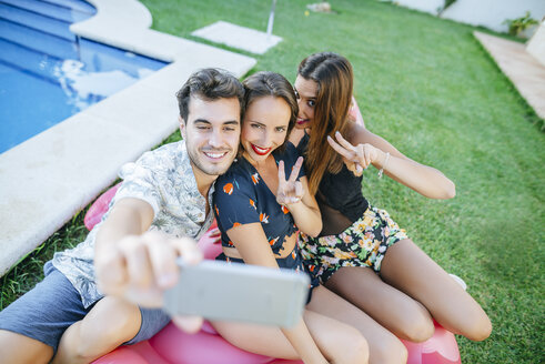 Friends taking a selfie at the poolside - KIJF01612