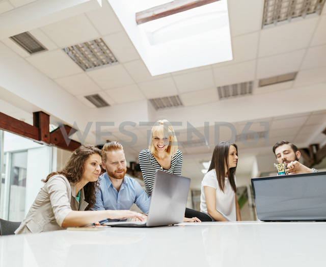 Business people working together in office - ZEDF00596