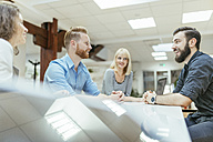 Business people working together in office - ZEDF00626