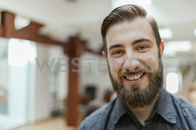 Portrait of a smiling young man - ZEDF00632