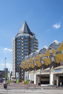 Netherlands, Rotterdam, cubical houses and Blaaktower - EL01857