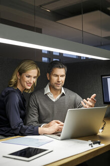 Businesswoman and businessman with laptop in meeting box - PESF00733
