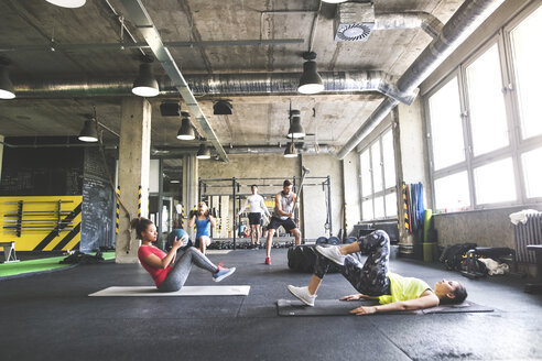 Group of young people exercising in gym - HAPF01819