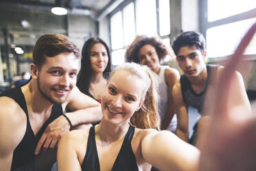 Group of young people posing for a selfie in gym - HAPF01852