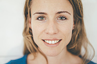 Portrait of smiling young woman - KNSF01676