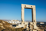 Greece, Cyclades, Naxos, Gate to the temple of Apollo - GEMF01704
