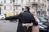 Business couple embracing in the city - MAUF01096