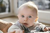 Portrait of amazed baby boy - MFF03683