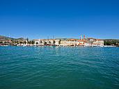 Croatia, Dalmatia, Trogir, old town, Riva Promenade und Palazzo - AMF05406