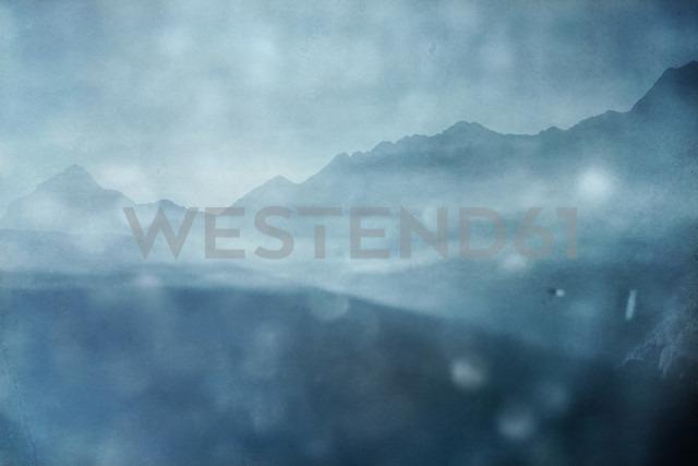 Italy, Lombardy, Chiesa in Valmalenco, Mountains at sunrise in rain - DWIF00865 - Dirk Wüstenhagen/Westend61