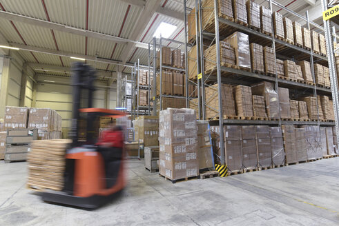Moving forklift in factory hall - LYF00746