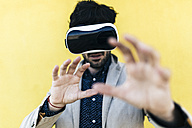 Man wearing Virtual Reality Glasses - GIOF02881