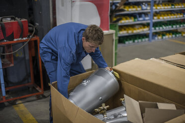 Industrial worker packing away metal container - ZEF14063