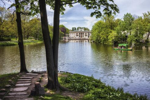Poland, Warsaw, lake in Lazienki Park - ABO00225