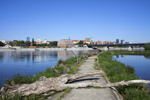 Poland, Warsaw, old concrete pier on the Vistula River, view towards the Old Town - ABOF00237
