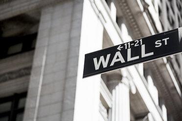 USA, New York, Manhattan, Wall street sign - MAUF01149