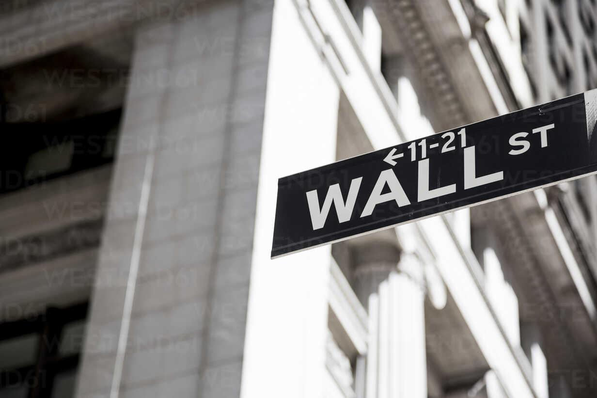 USA, New York, Manhattan, Wall street sign - MAUF01149 - Mauro Grigollo/Westend61
