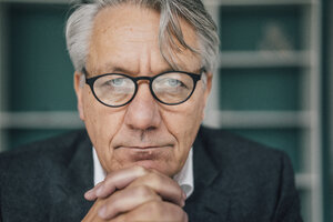 Portrait of serious senior businessman - GUSF00032