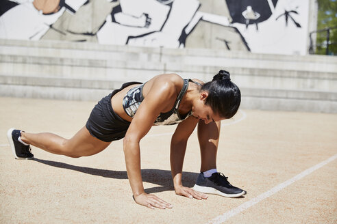 Fit woman exercising outdoors - SUF00191