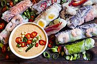 Vietnamese summer rolls with prawns and spicy peanut dip - SBDF03242