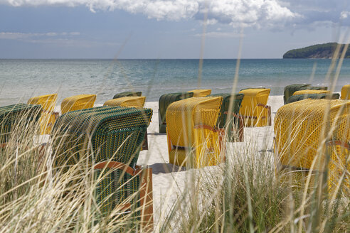 Germany, Mecklenburg-Western Pomerania, Baltic sea seaside resort Binz, Hooded beach chairs on the beach - GFF00986