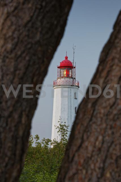 Germany, Mecklenburg-Western Pomerania, Hiddensee, Dornbusch lighthouse on the Schluckswiek - GFF01010