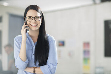 Employee on the phone smiling - ZEF14069