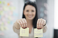 Female employee with two post it stickers - ZEF14102