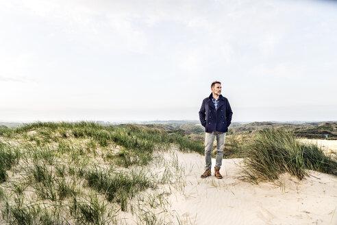Man standing in dune landscape - FMKF04222