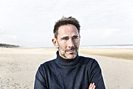 Portrait of smiling man on the beach - FMKF04270