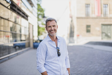 Portrait of smiling man in the city - DIGF02581