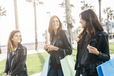 Three friends with shopping bags - GIOF02952