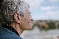 Smiling senior man with hearing aid outdoors - ZEDF00751