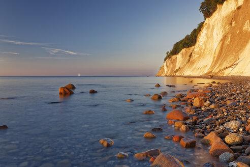 Germany, Jasmund National Park, chalk coast at the Baltic Sea at sunrise - GFF01019