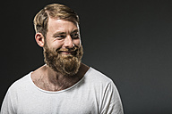 Portrait of smiling man with full beard - MAEF12374
