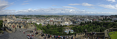 UK, Scotland, Edinburgh, panoramic view to the city from Edinburgh Castle - LBF01617