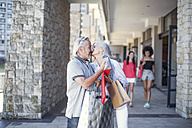 Senior couple taking a city break, going on a shopping spree - ZEF14165