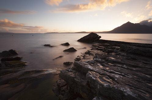 UK, Scotland, Isle of Skye, beach of Elgol at sunset - FCF01238