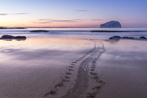 UK, Scotland, North Berwick, Firth of Forth, view to Bass Rock at sunset, long exposure - SMAF00807