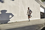 Young man running in the city - SUF00236