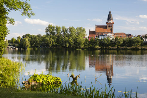 Germany, Waren, view to Tiefwarensee and St Mary's Church - WIF03419